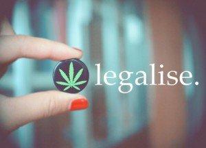 legalizacja-marihuany-tunel-z-lisciem-marihuany-300x216